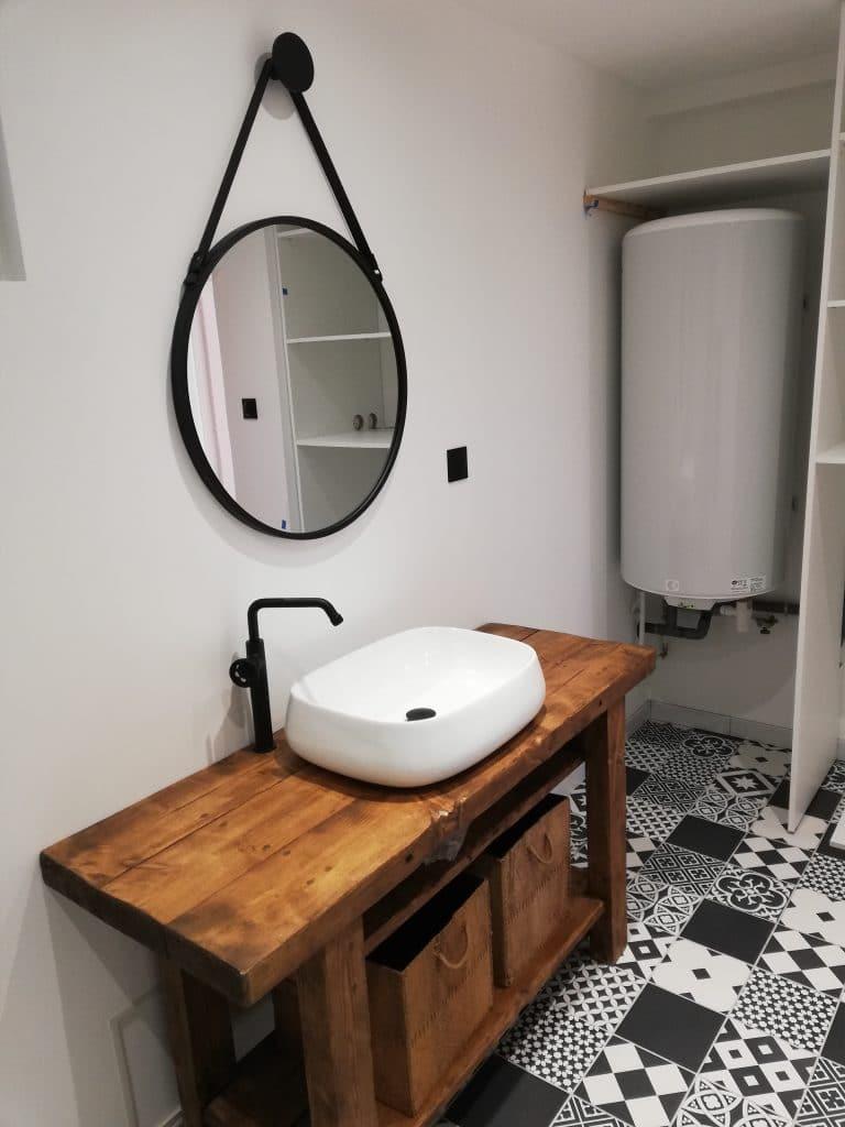 Meuble vasque et armoire fabriquée sur mesure pour cacher chauffe eau électrique neuf